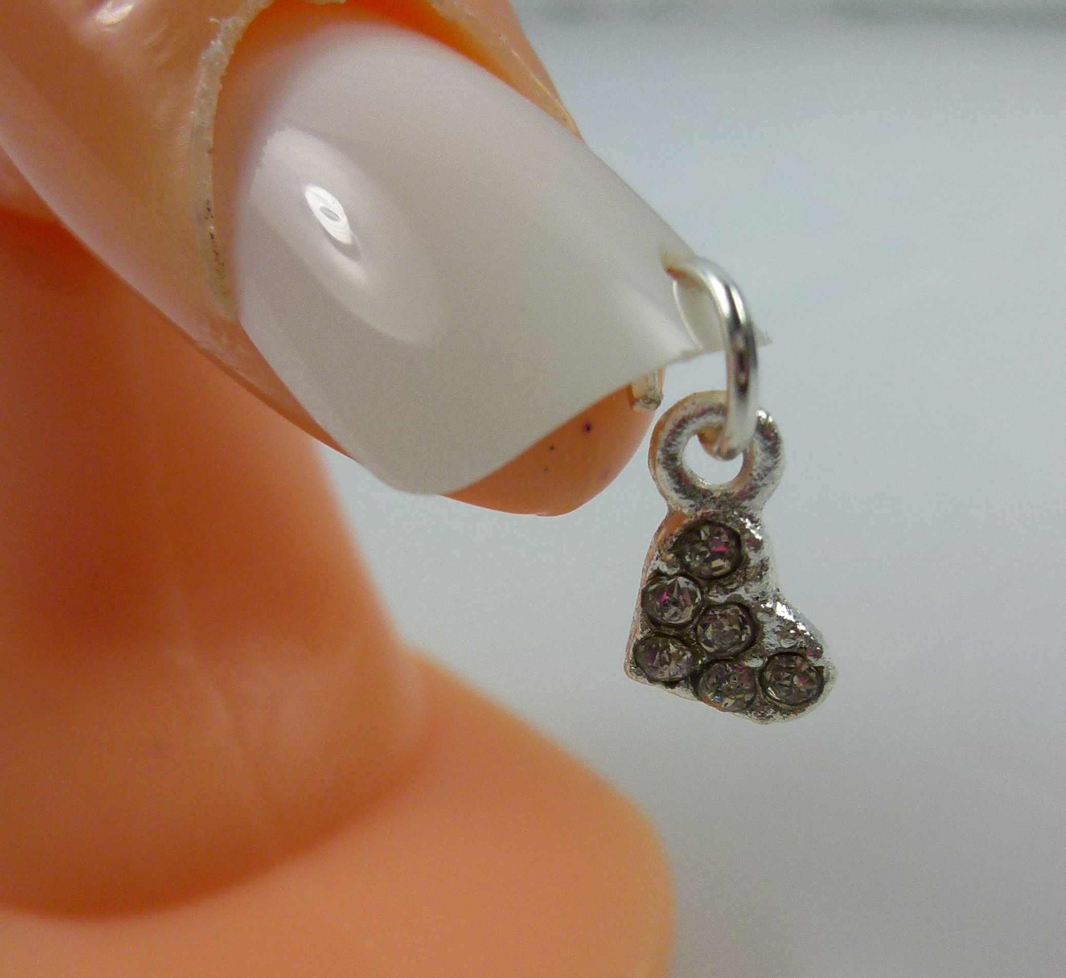 Nail Dangle Little Heart With Diamonds